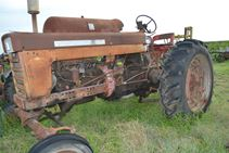 1963 International Harvestor 560LP - Farm Tractors & Equipment