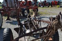 International Harvestor PLOW - Farm Tractors & Equipment