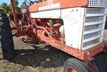 1960 International Harvestor 460 - Farm Tractors & Equipment